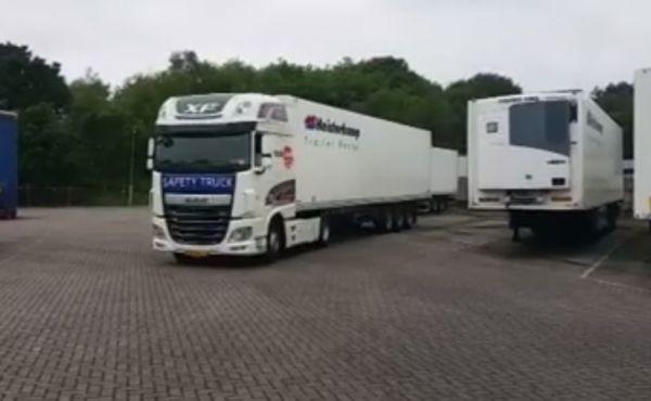 Twee mooie sponsoren van Alpe d'HuZes Team Logistiek in één beeld!