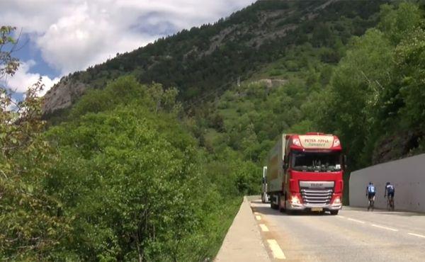 Gisteren ging de vrachtwagens in konvooi naar beneden